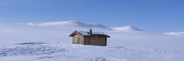 Srub kopmajoki na norské hranici, vlevo ritnihčokka (1 315 m
