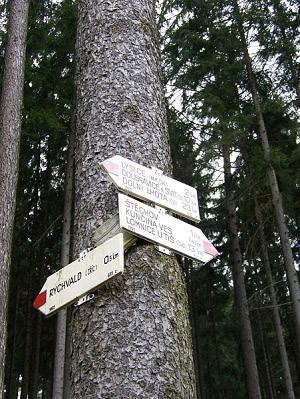 Turistické rozcestí pod hradem Rychvald